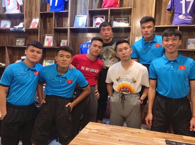Đàn anh thân thiết của Văn Hậu khuyên fan bình tĩnh đợi: Đây là bóng đá chuyên nghiệp, không phải tình cảm mến thương - Ảnh 1.