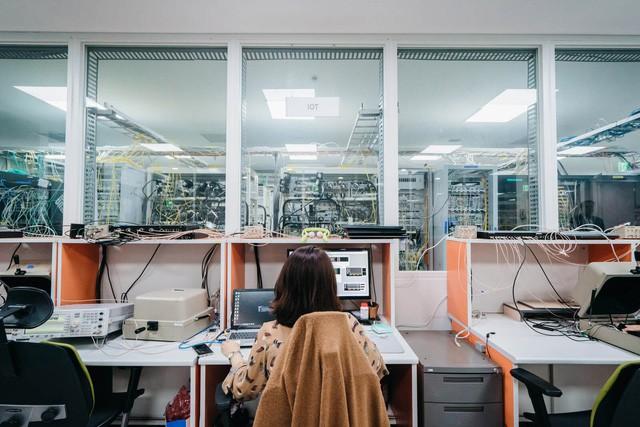 Bên trong căn cứ bí mật quyết định tương lai sống còn của Samsung: Tập trung 35.000 nhân viên làm việc, tiêu tốn 22 tỷ USD trong vòng 3 năm - Ảnh 1.