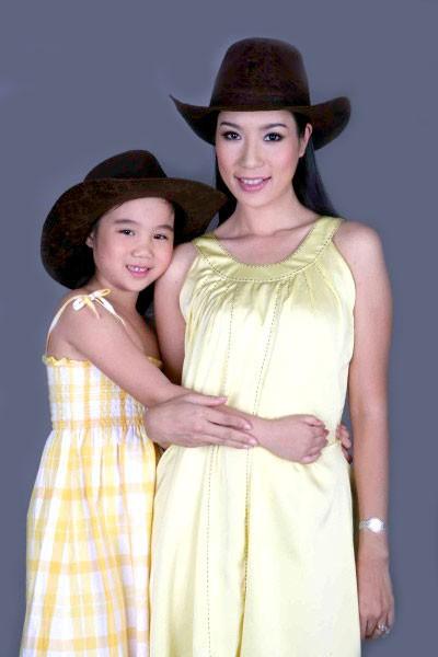 Nhan sắc khả ái của con gái Á hậu Trịnh Kim Chi: Lột xác từ cô bé mũm mĩm da ngăm thành thiếu nữ 17 tuổi cao 1m72 - Ảnh 4.