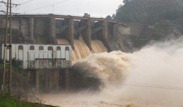 Hà Tĩnh: Thủy điện xả lũ kết hợp mưa lớn khiến hàng loạt xã, huyện bị ngập nặng - Ảnh 4.