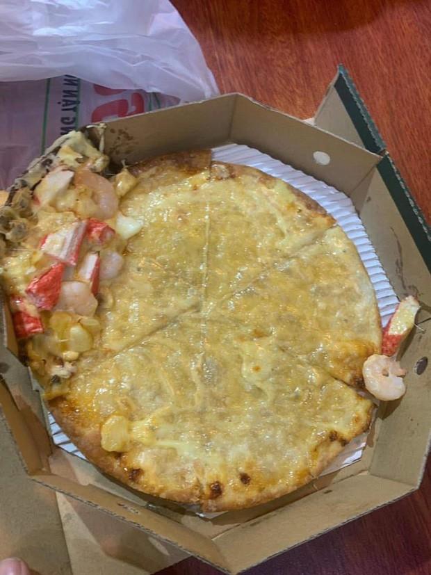 """Vì mải đu đưa, anh shipper """"remix"""" pizza thành phiên bản """"khoả thân"""", cô nàng nhận bánh mà không biết nên khóc hay cười - Ảnh 2."""