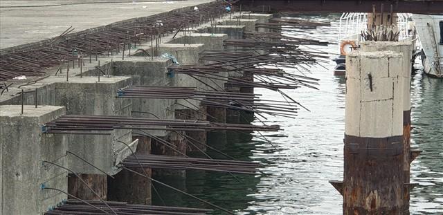 Cảng trăm tỉ Vinashin Hòn Gai nham nhở cột bê tông, thành nơi... câu cá - Ảnh 2.