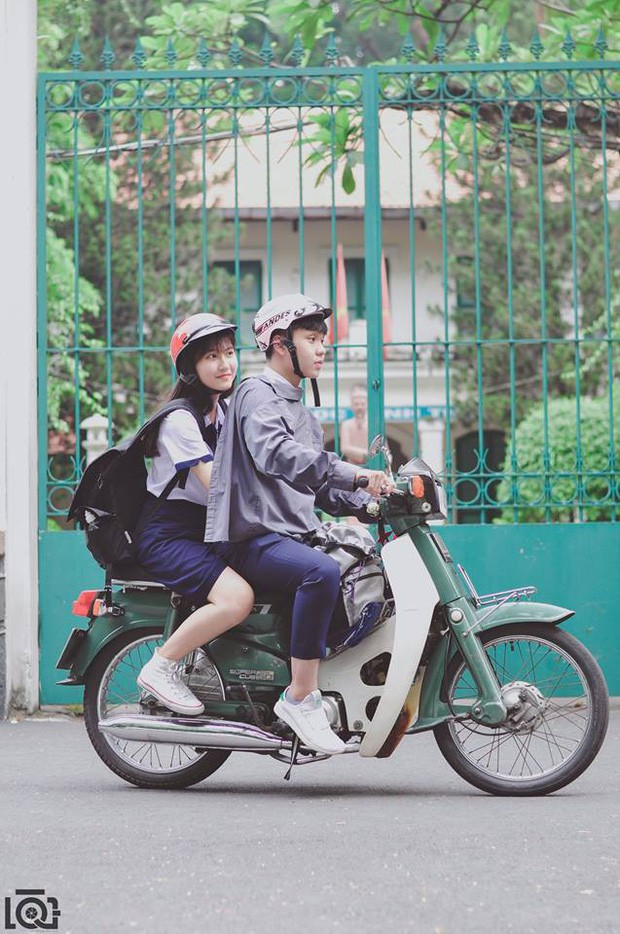 Nhà cách nhau hơn 10km nhưng mỗi sáng vẫn sang chở bạn gái đi học, chuyện tình học trò lãng mạn nhất là đây - Ảnh 1.