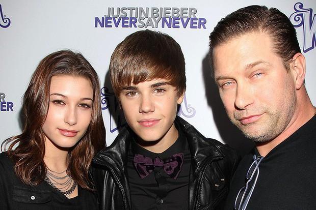 1 thập kỷ đã biến Hailey Baldwin từ fan cuồng ship Jelena thành cô dâu nắm tay Justin Bieber vào lễ đường như thế nào? - Ảnh 2.