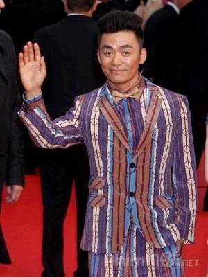 Vua hài Trung Quốc gia sản trăm tỷ, anh ruột bán hàng rong kiếm sống qua ngày - Ảnh 2.