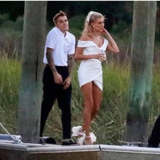 1 thập kỷ đã biến Hailey Baldwin từ fan cuồng ship Jelena thành cô dâu nắm tay Justin Bieber vào lễ đường như thế nào? - Ảnh 21.