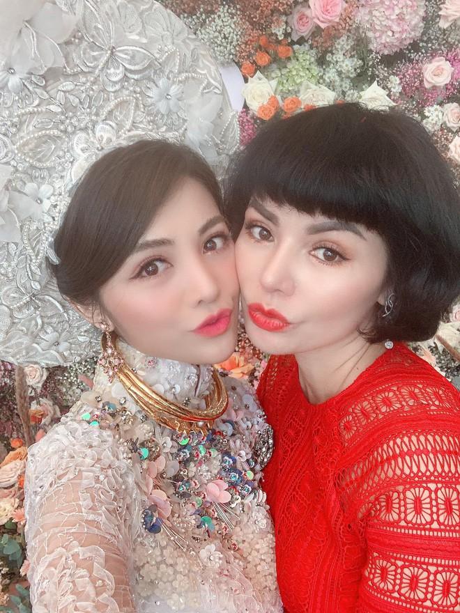 Soi nhan sắc 3 cô dâu sắp theo chàng về dinh: Mie Nguyễn như công chúa bước ra từ cổ tích, nữ giảng viên Hà My lại sexy hết nấc - Ảnh 11.