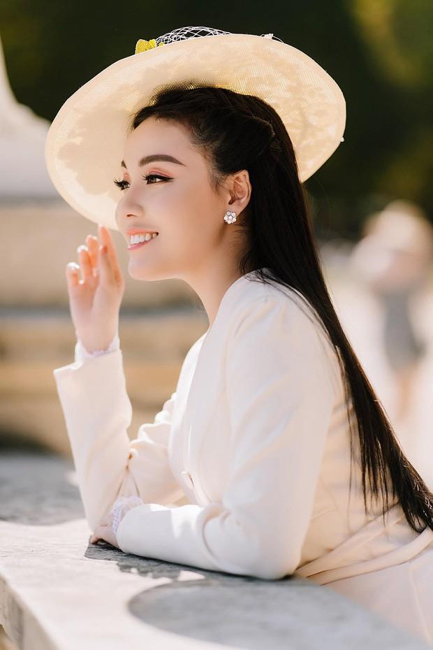 Soi nhan sắc 3 cô dâu sắp theo chàng về dinh: Mie Nguyễn như công chúa bước ra từ cổ tích, nữ giảng viên Hà My lại sexy hết nấc - Ảnh 13.