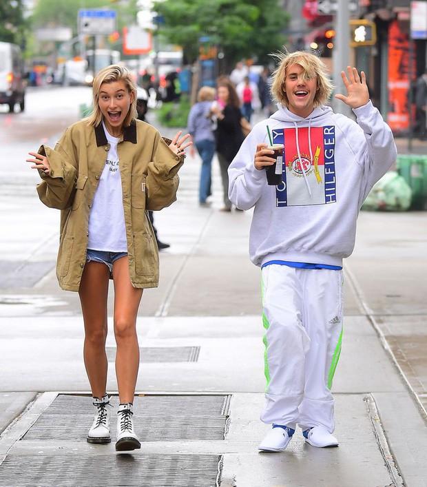 1 thập kỷ đã biến Hailey Baldwin từ fan cuồng ship Jelena thành cô dâu nắm tay Justin Bieber vào lễ đường như thế nào? - Ảnh 10.
