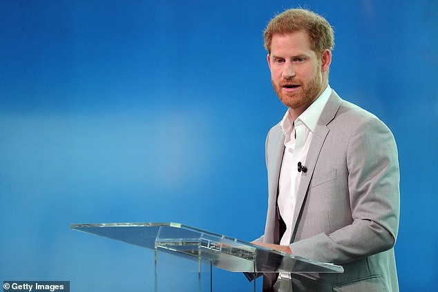 Hoàng tử Harry lên tiếng thừa nhận chuyện 4 lần sử dụng phi cơ riêng đi du lịch với vợ con và đưa ra lời giải thích ngớ ngẩn chưa từng thấy - Ảnh 1.