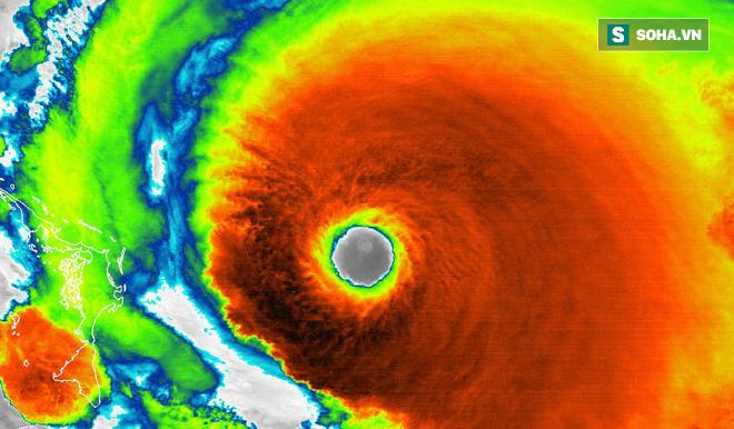 Những hình ảnh 'quái vật' của siêu bão Dorian nhìn từ vệ tinh: Riêng mắt bão rộng 39 km! - ảnh 2