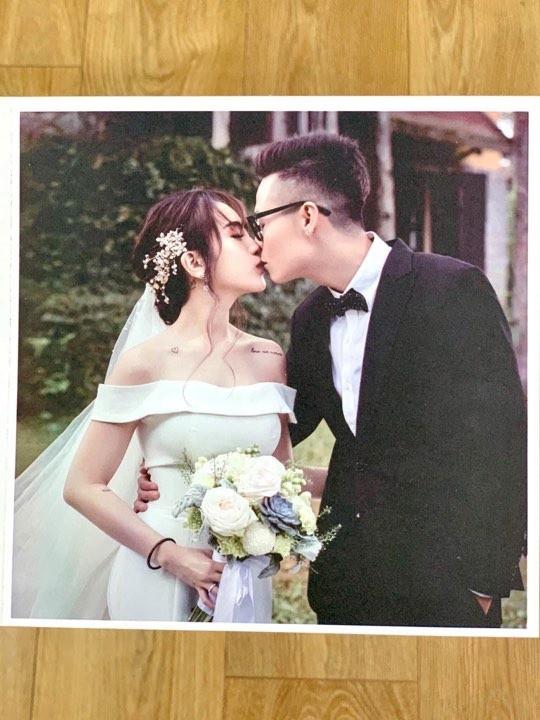 Hé lộ thiệp cưới thiết kế độc đáo và loạt quy định khắt khe trong đám cưới của con gái đại gia Minh Nhựa - Ảnh 2.
