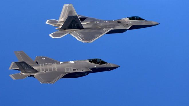 F-22 và F-35 của Mỹ thiếu điều này để trở nên vô địch: Máy bay tiếp dầu tàng hình? - Ảnh 1.