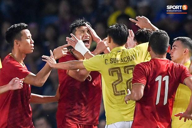 5 tuyển thủ Thái Lan bị CĐV Việt Nam ghét nhất: Người tát Văn Hậu, kẻ lỡ thích Lisa (BLACKPINK) - Ảnh 2.