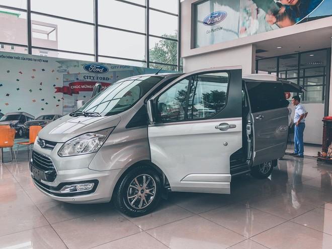Ford Tourneo bản thương mại ồ ạt về đại lý, giá dự kiến rẻ hơn Kia Sedona - Ảnh 3.