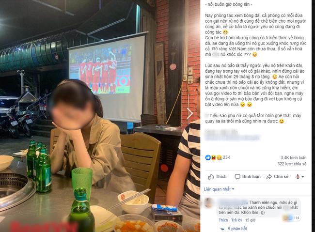 Đang đi ăn ủng hộ ĐT Việt Nam, cô gái chợt thấy trên tivi chiếu cảnh người yêu đang ở SVĐ làm điều không tưởng đến nỗi bật khóc tại chỗ - Ảnh 1.