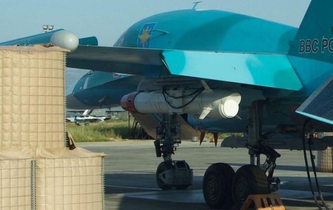 2 tiêm kích đa năng Su-34 hàng gia bảo của Không quân Nga đâm nhau trên trời - Hư hại nặng - Ảnh 2.