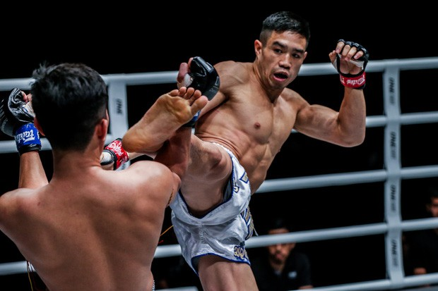 Michael Phạm cho nhà vô địch Malaysia sấp mặt, trở thành tay đấm gốc Việt đầu tiên làm được điều này - Ảnh 1.