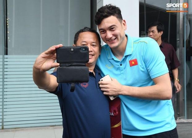 Văn Lâm kể về tình huống thót tim cuối trận gặp Thái Lan: Lúc ấy thực sự sung sướng vì không bị thủng lưới - Ảnh 4.