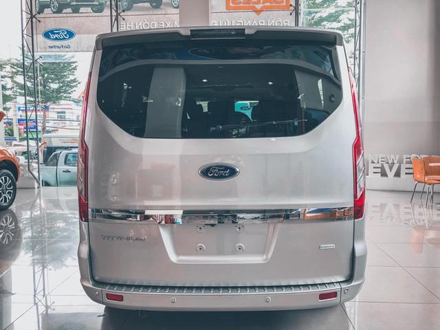 Ford Tourneo bản thương mại ồ ạt về đại lý, giá dự kiến rẻ hơn Kia Sedona - Ảnh 10.