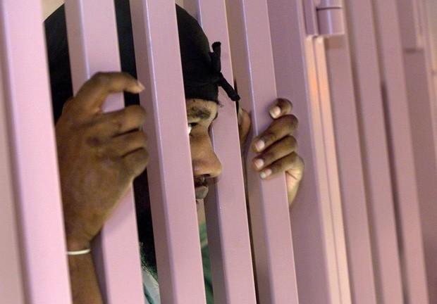 Nhà tù sơn màu hường phấn để giúp tù nhân bớt hung hãn, người trong cuộc chỉ thấy nhục nhã vì buồng giam như phòng ngủ bé gái - Ảnh 2.