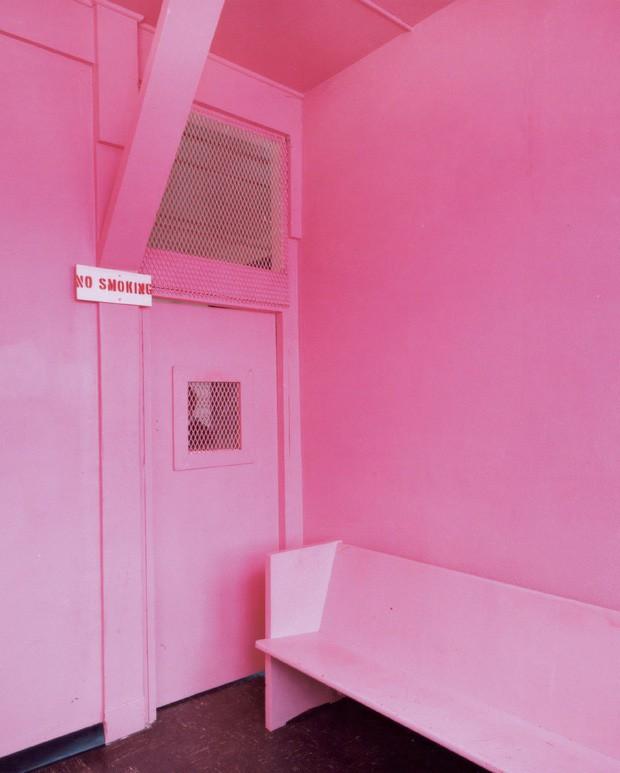 Nhà tù sơn màu hường phấn để giúp tù nhân bớt hung hãn, người trong cuộc chỉ thấy nhục nhã vì buồng giam như phòng ngủ bé gái - Ảnh 5.