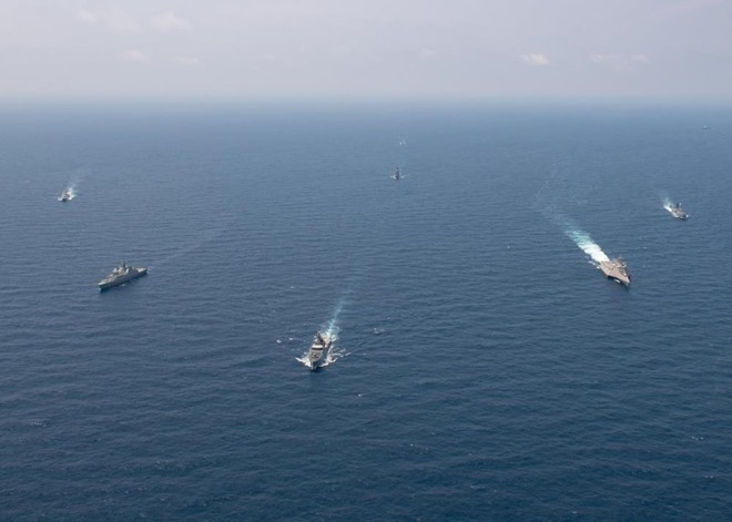 Khí tài các nước phô diễn uy lực trong cuộc tập trận đầu tiên giữa Mỹ và ASEAN - Ảnh 7.