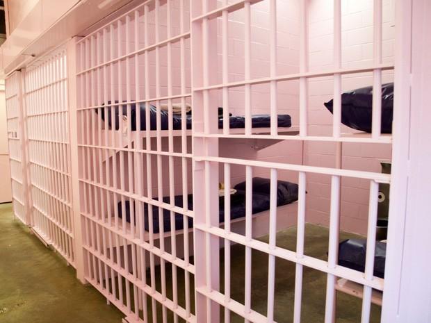 Nhà tù sơn màu hường phấn để giúp tù nhân bớt hung hãn, người trong cuộc chỉ thấy nhục nhã vì buồng giam như phòng ngủ bé gái - Ảnh 8.