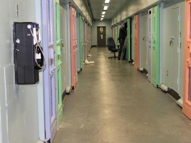 Nhà tù sơn màu hường phấn để giúp tù nhân bớt hung hãn, người trong cuộc chỉ thấy nhục nhã vì buồng giam như phòng ngủ bé gái - Ảnh 10.