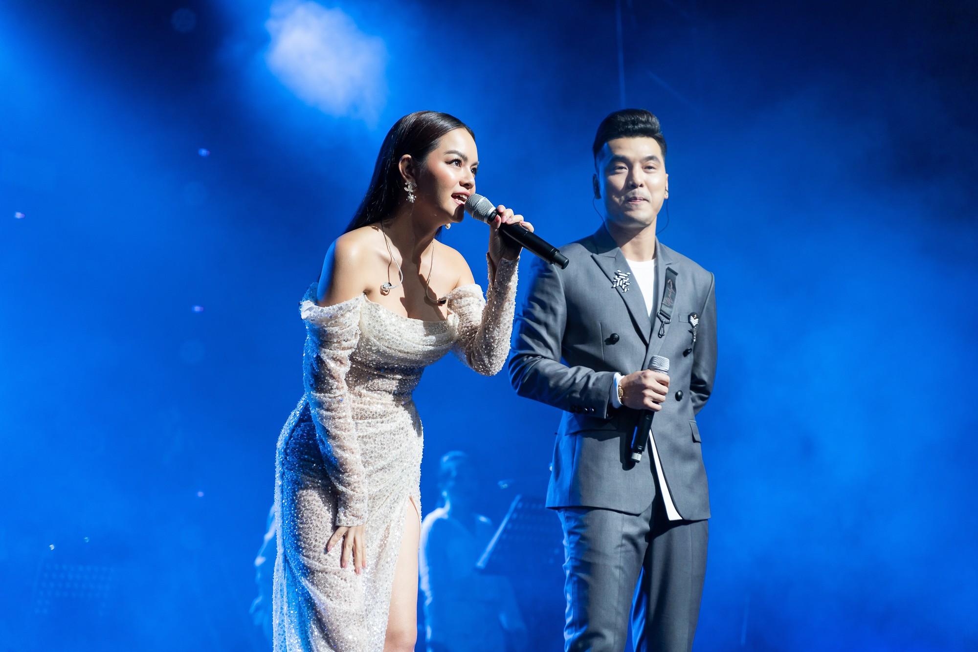 VZN News: Phạm Quỳnh Anh bật khóc trước hàng nghìn khán giả - Ảnh 1.