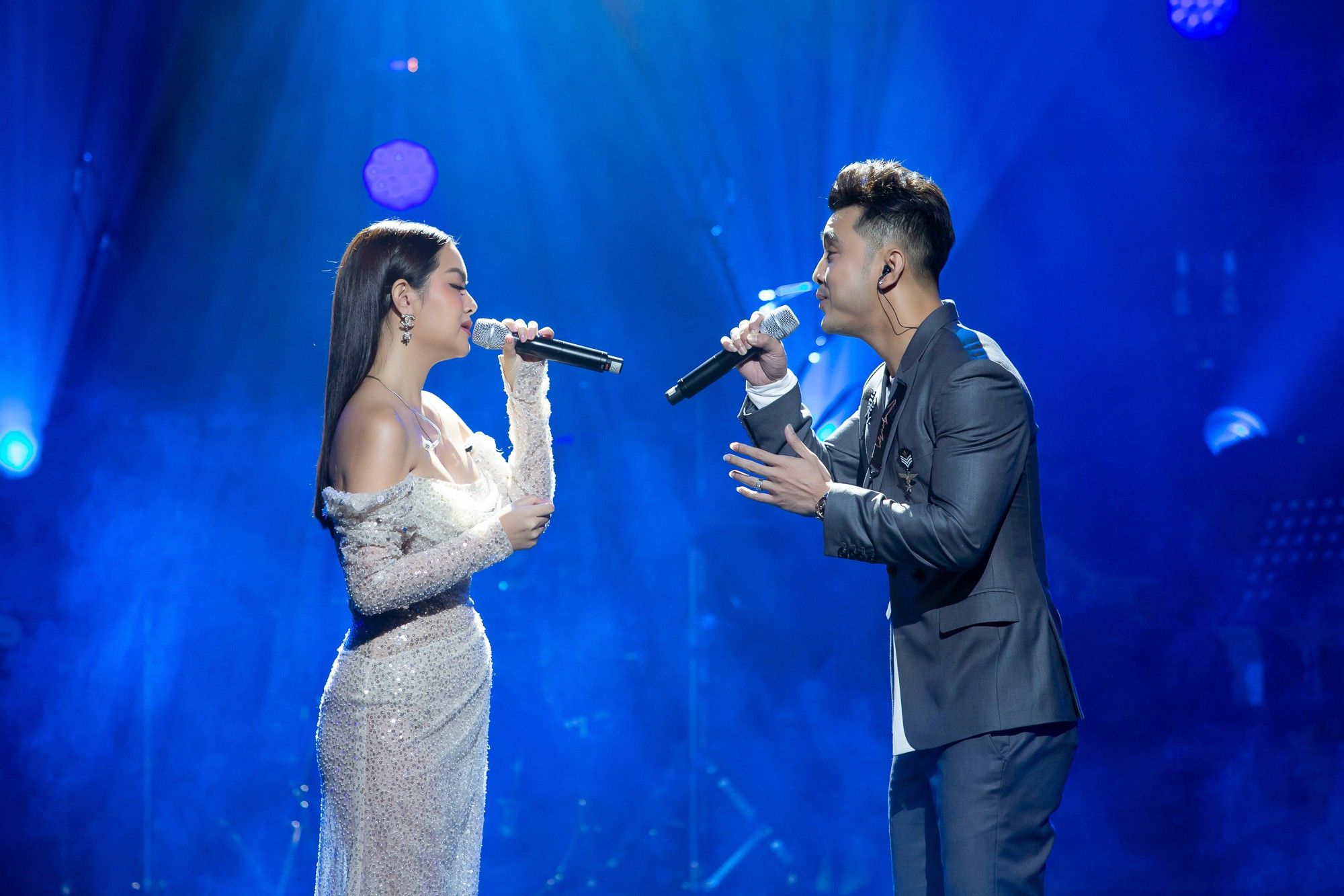 VZN News: Phạm Quỳnh Anh bật khóc trước hàng nghìn khán giả - Ảnh 3.