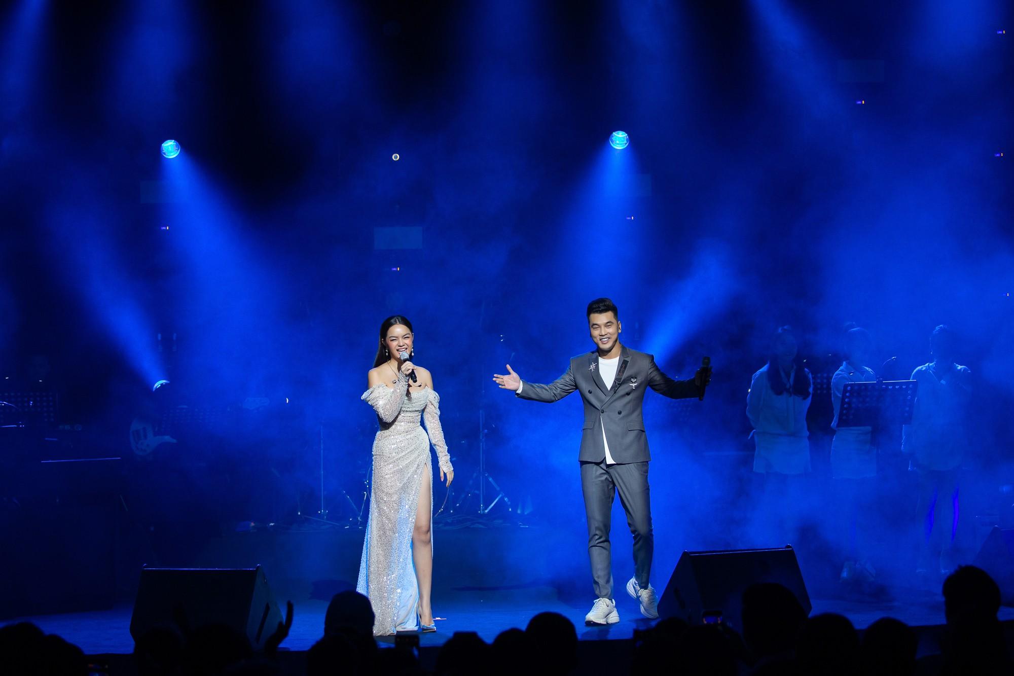 VZN News: Phạm Quỳnh Anh bật khóc trước hàng nghìn khán giả - Ảnh 2.