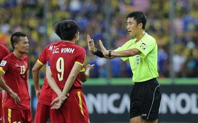 Thái Lan lo lắng khi tái ngộ trọng tài tai tiếng người Trung Quốc ở trận đấu quan trọng - Ảnh 1.