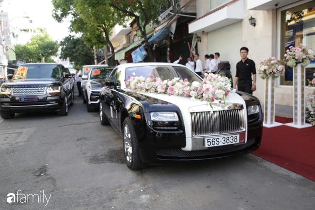 HOT: Toàn cảnh lễ đưa dâu toàn siêu xe hơn 100 tỷ của con gái đại gia Minh Nhựa, cả ngôi nhà tràn ngập hoa tươi - ảnh 1