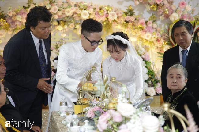 HOT: Toàn cảnh lễ đưa dâu toàn siêu xe hơn 100 tỷ của con gái đại gia Minh Nhựa, cả ngôi nhà tràn ngập hoa tươi - ảnh 13