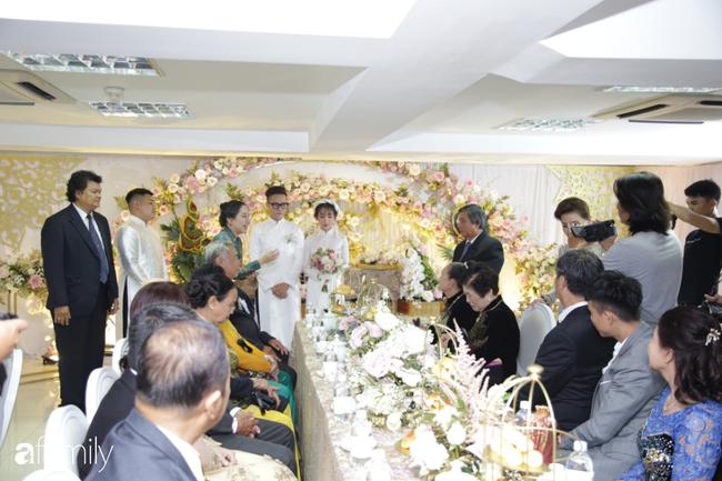 HOT: Toàn cảnh lễ đưa dâu toàn siêu xe hơn 100 tỷ của con gái đại gia Minh Nhựa, cả ngôi nhà tràn ngập hoa tươi - ảnh 3
