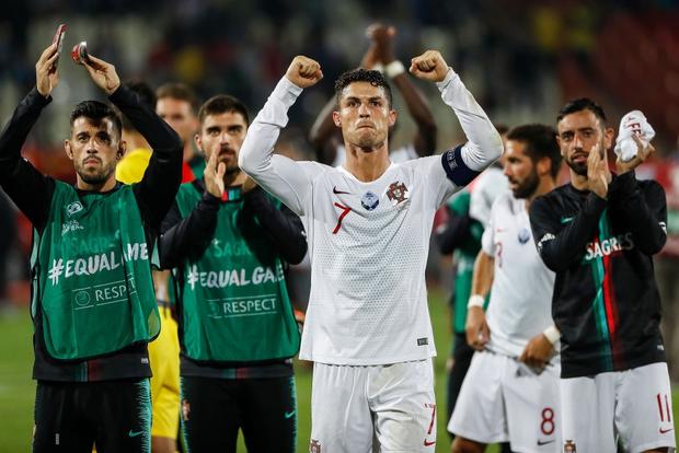 Vòng loại Euro 2020: Bị CĐV đối phương dùng Messi để chế giễu, Ronaldo đáp lại đanh thép thế này đây - Ảnh 6.