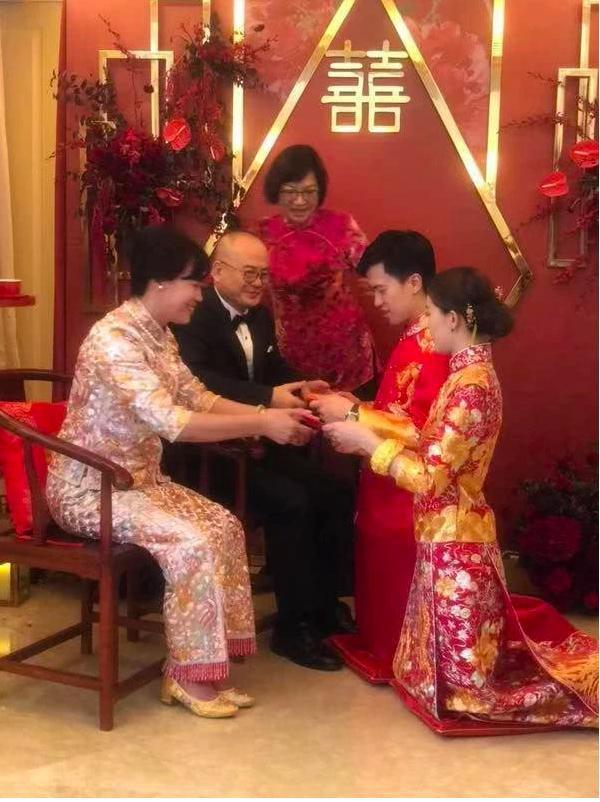 Người đẹp từng khiến Tạ Đình Phong và Trần Quán Hy tranh giành, xuất hiện lộng lẫy trong lễ đăng ký kết hôn cùng bạn trai thiếu gia giàu có 3 đời  - Ảnh 1.