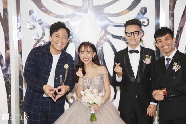 Tiết lộ kinh phí tổ chức tiệc cưới con gái Minh Nhựa đã lên tới 20 tỷ đồng, riêng tiền hoa trang trí đã là 700 triệu! - Ảnh 1.