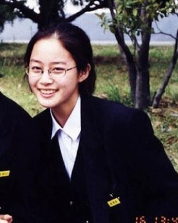 Chuyện chưa kể về tình đầu 5 năm đẹp như ngôn tình của Kim Tae Hee: Không phải người nổi tiếng nhưng đẹp trai và tài giỏi không thua kém gì Bi Rain - Ảnh 1.