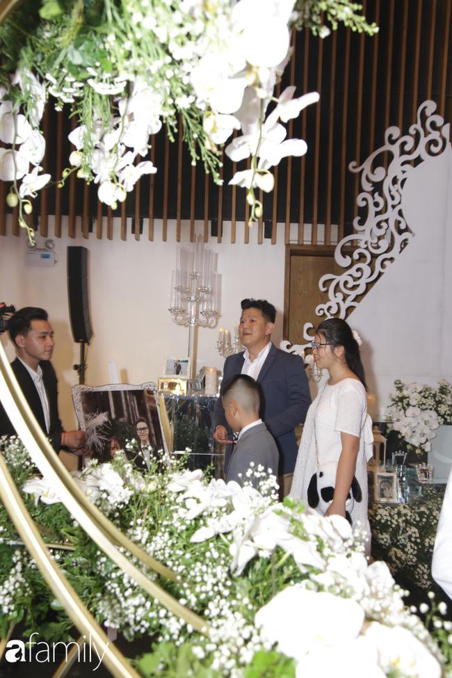 Tiết lộ kinh phí tổ chức tiệc cưới con gái Minh Nhựa đã lên tới 20 tỷ đồng, riêng tiền hoa trang trí đã là 700 triệu! - Ảnh 11.