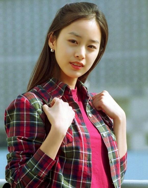 Chuyện chưa kể về tình đầu 5 năm đẹp như ngôn tình của Kim Tae Hee: Không phải người nổi tiếng nhưng đẹp trai và tài giỏi không thua kém gì Bi Rain - Ảnh 2.