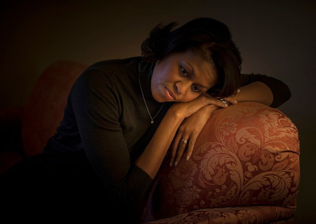 Những bức ảnh đời thường của vợ chồng Obama ngày xưa: Đôi giày rách gắn bó một thời với cựu Tổng thống Mỹ hóa ra có ý nghĩa đặc biệt - Ảnh 4.