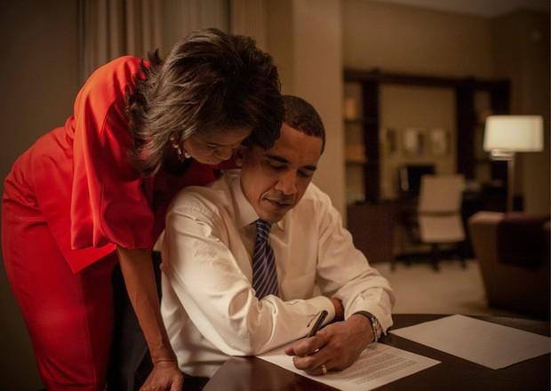 Những bức ảnh đời thường của vợ chồng Obama ngày xưa: Đôi giày rách gắn bó một thời với cựu Tổng thống Mỹ hóa ra có ý nghĩa đặc biệt - Ảnh 5.