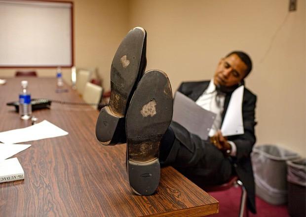 Những bức ảnh đời thường của vợ chồng Obama ngày xưa: Đôi giày rách gắn bó một thời với cựu Tổng thống Mỹ hóa ra có ý nghĩa đặc biệt - Ảnh 6.