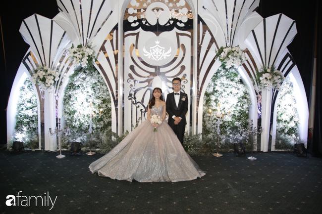 Tiết lộ kinh phí tổ chức tiệc cưới con gái Minh Nhựa đã lên tới 20 tỷ đồng, riêng tiền hoa trang trí đã là 700 triệu! - Ảnh 9.
