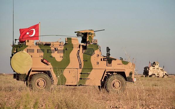 """Rộ tin phương tiện quân sự Thổ Nhĩ Kỳ """"rầm rập"""" tiến vào Syria"""