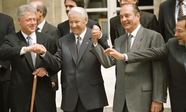 'Tôi sẽ rời đi, xin lỗi các bạn!': Đây là cách ông Yeltsin từ chức cách đây 20 năm - Ảnh 1.