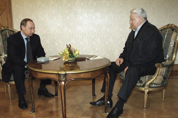 'Tôi sẽ rời đi, xin lỗi các bạn!': Đây là cách ông Yeltsin từ chức cách đây 20 năm - Ảnh 7.