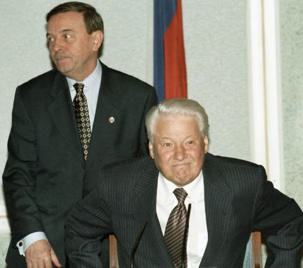 'Tôi sẽ rời đi, xin lỗi các bạn!': Đây là cách ông Yeltsin từ chức cách đây 20 năm - Ảnh 14.